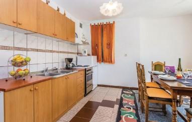 Apartment Lazo