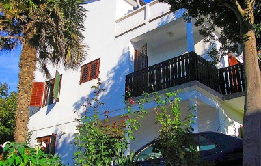 Apartmani Leona i Tara